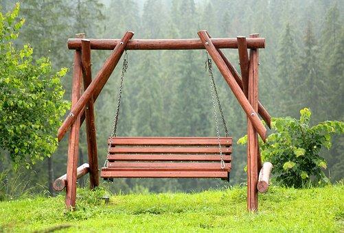 drewniana huśtawka jednoosobowa