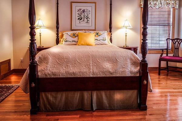 cienkie narzuty na łóżko 160x200