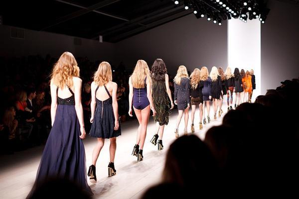 sukienki asymetryczne ze sklepu online